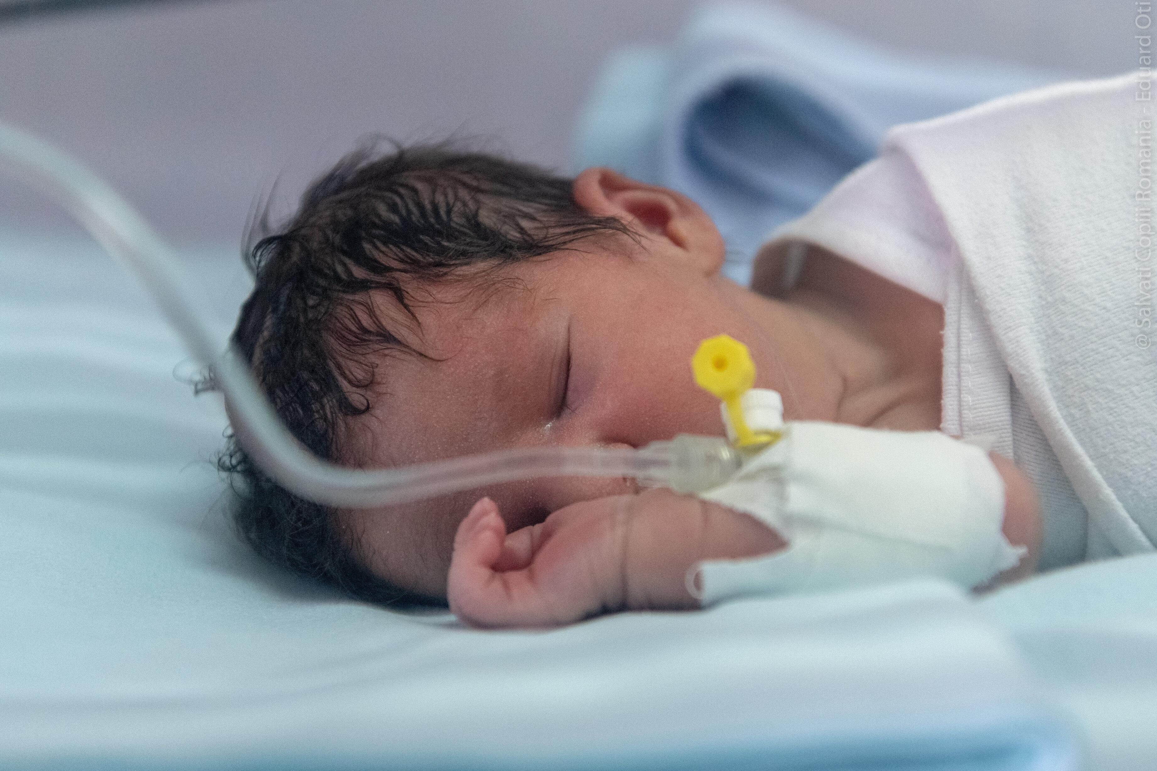 Ionuț a supraviețuit, dar sunt nou-născuți care mor în tăcere, pentru că nu există un incubator pentru ei. Noi putem schimba statisticile negre