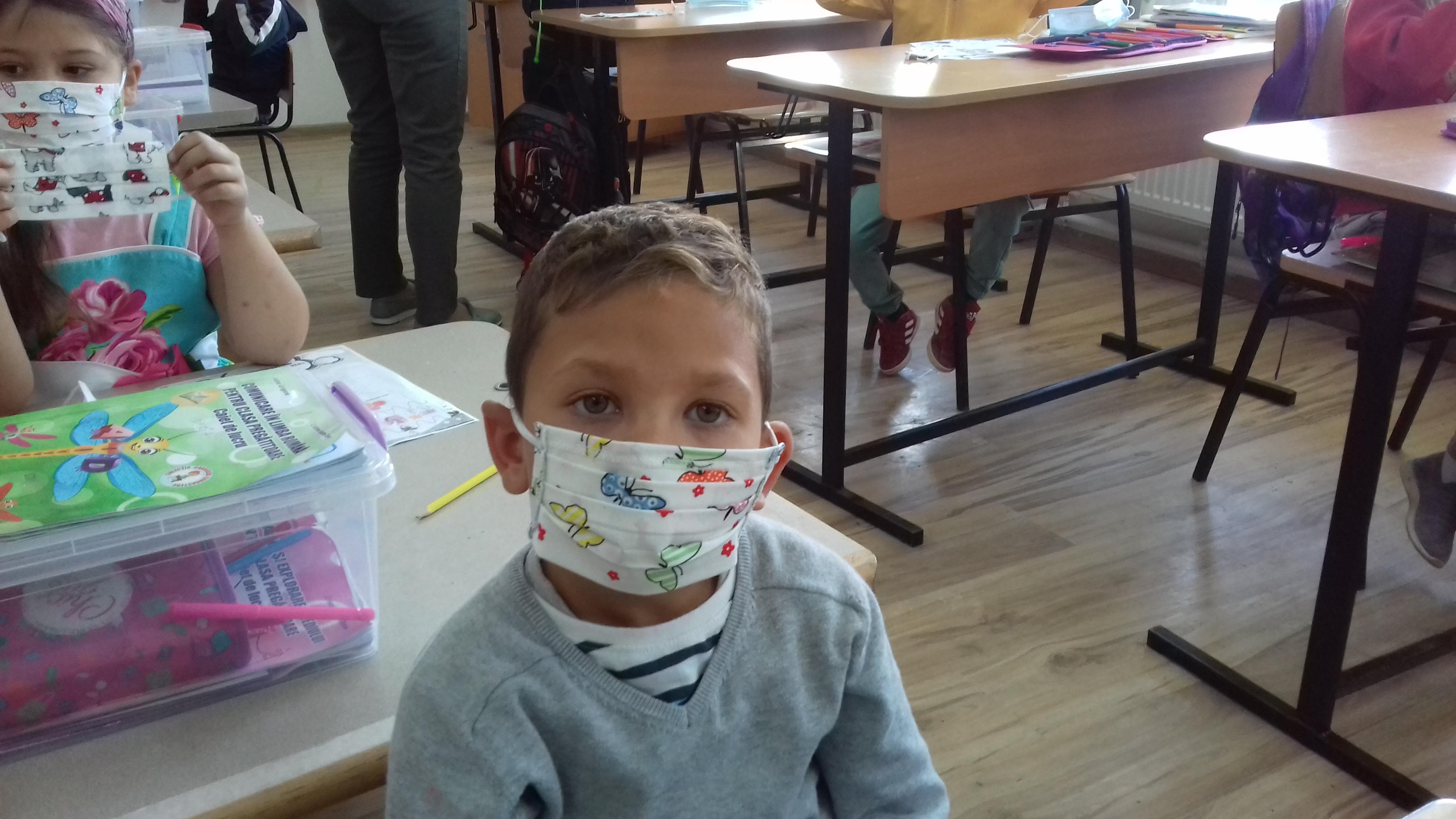 SONDAJ World Vision România: Peste 80% dintre profesori şi 70% dintre elevi cred că şcolile trebuie redeschise sau pot rămâne închise doar în zonele cu risc crescut de infectare.