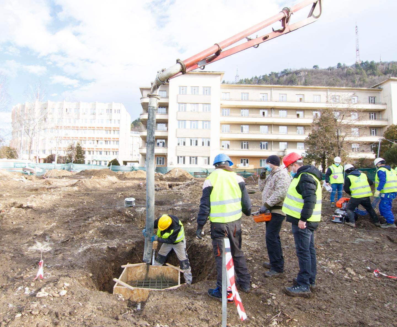 S-a turnat fundația Spitalului Modular ATI Piatra Neamț. Continuăm mobilizarea!