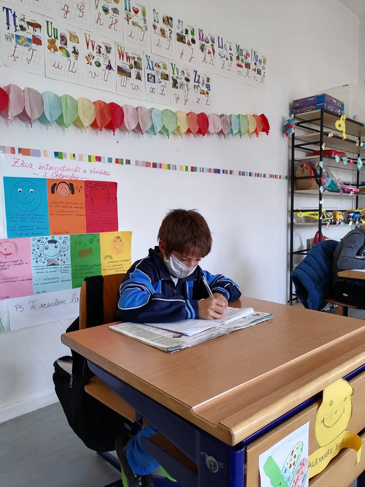"""Cum """"Formează viitorul"""" copiilor din județele Bacău și Neamț trei organizații nonguvernamentale"""