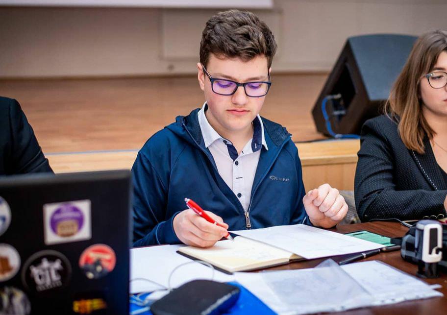NU NE DORIM VACANȚĂ DE PRIMĂVARĂ PRELUNGITĂ este mesajul unei petiții de pe Declic!