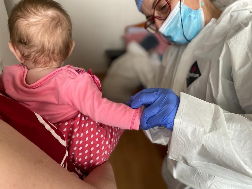 Proiectul Asociației Dăruiește Aripi de tratamente la domiciliul copiilor cu boli grave a îmbunătățit rata de supraveghere post terapeutică a copiilor cu afecțiuni oncologice din Dobrogea