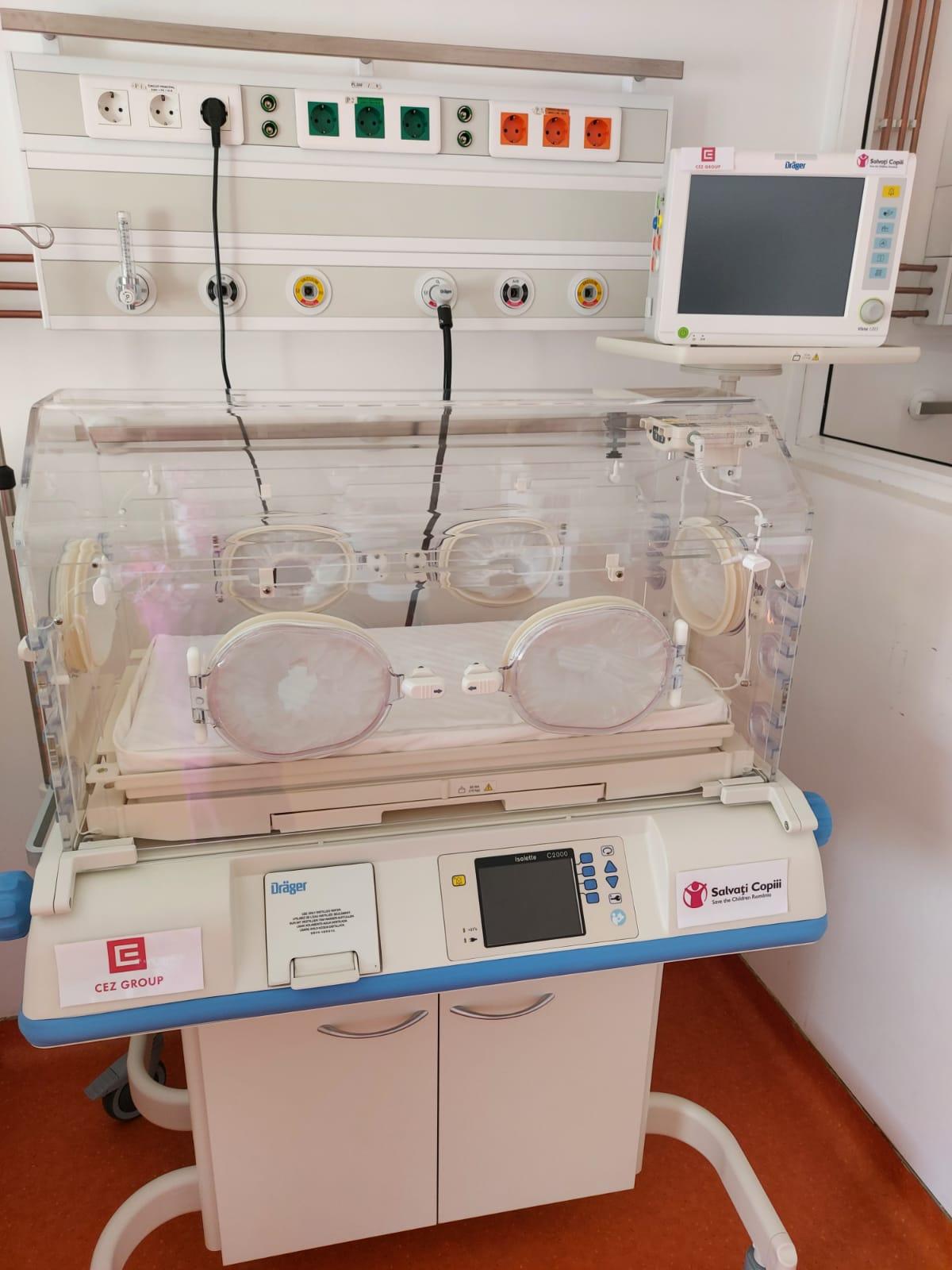 Secția de neonatologie a Spitalului Drobeta-Turnu Severin primește un incubator performant și un monitor de funcții vitale