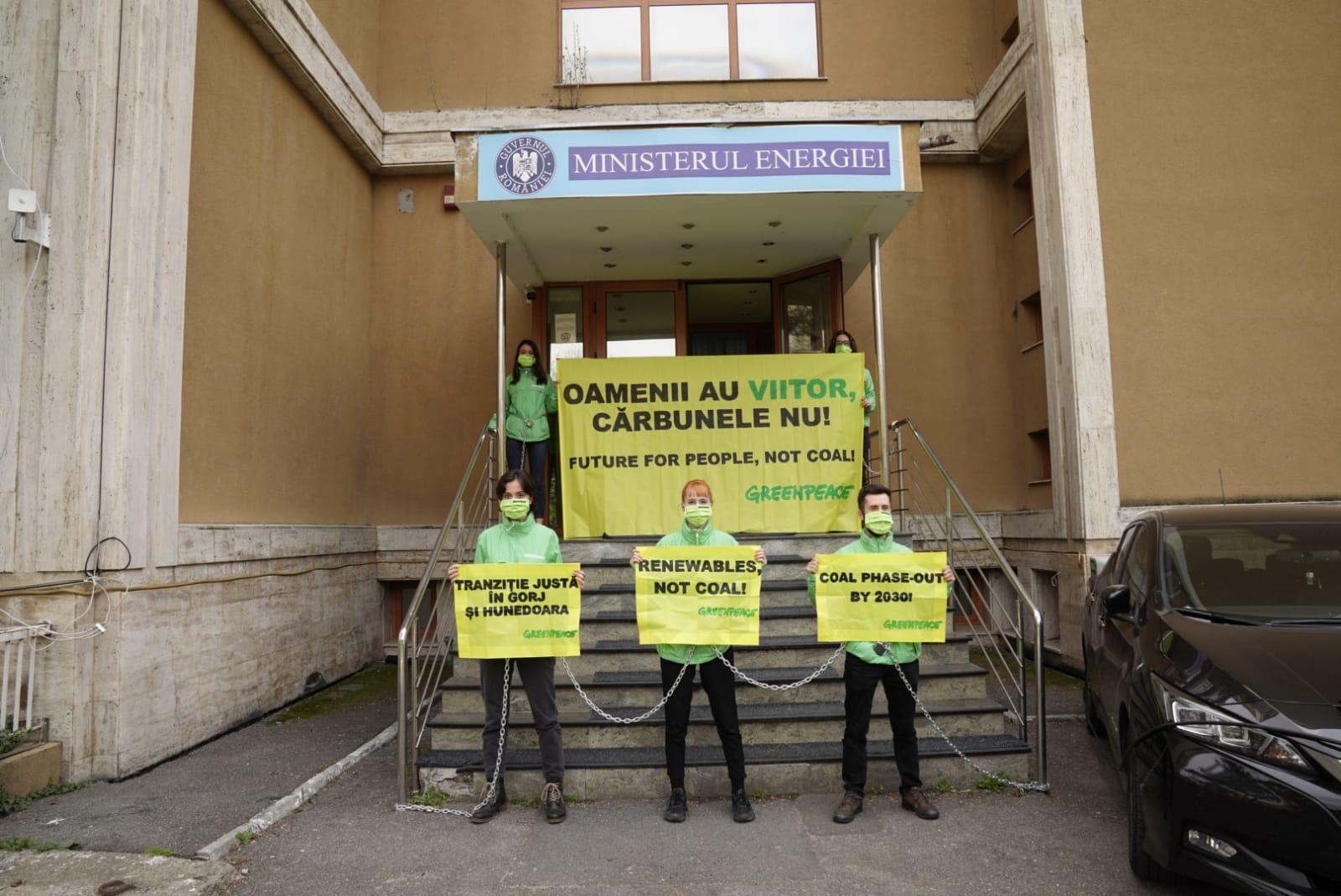 Blocadă Greenpeace la Ministerul Energiei