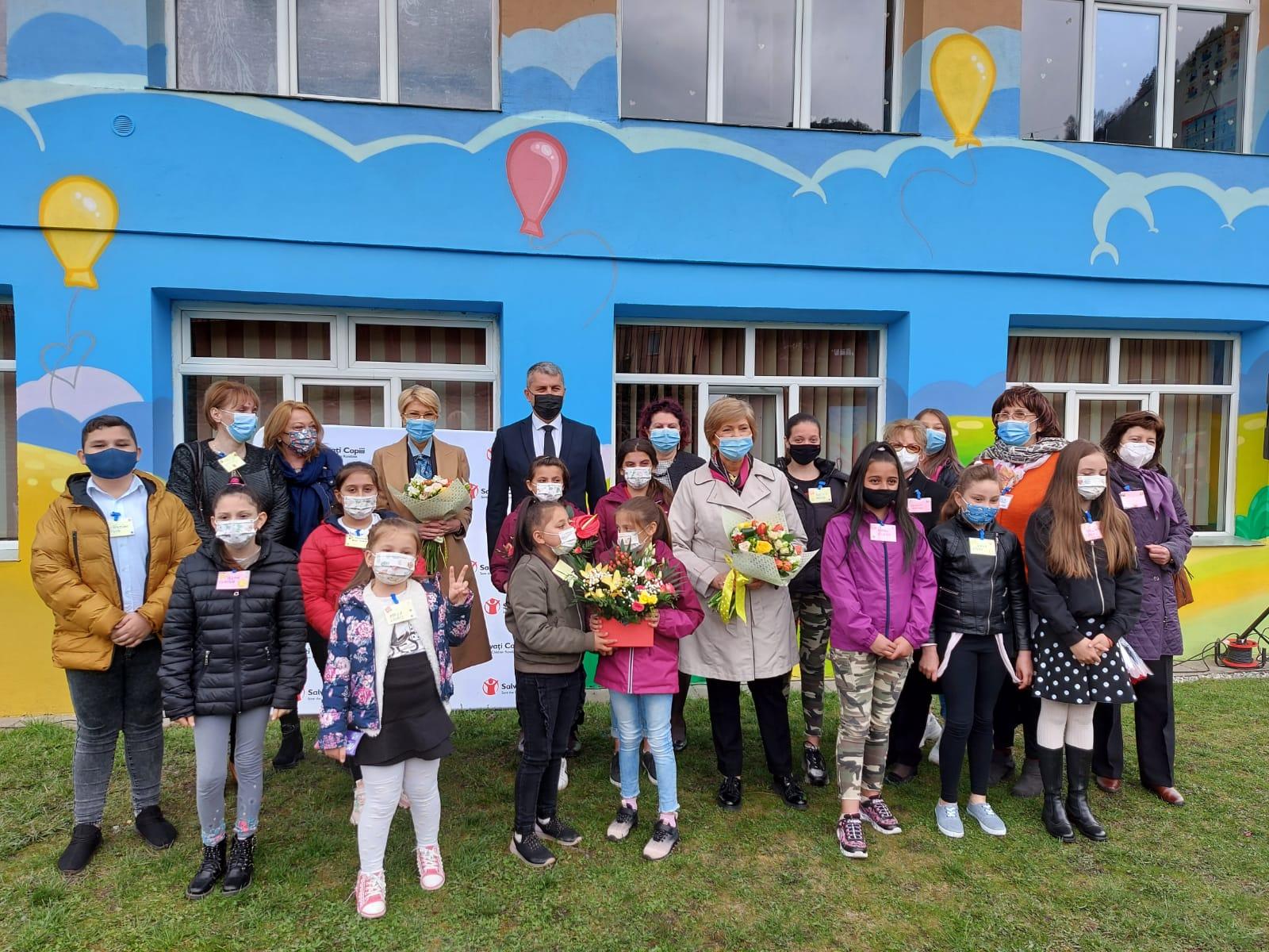 Salvați Copiii România își intensifică programul de recuperare socio-educațională de la Petrila, una dintre cele mai defavorizate zone ale țării