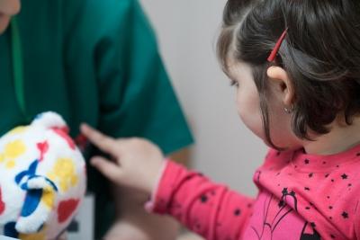 Speranță în vreme de pandemie: HOSPICE deschide singura echipă din București care are grijă de copiii cu o boală incurabilă, la ei acasă