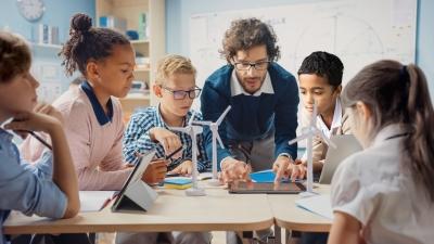 Un nou raport PISA  accentuează necesitatea consolidării educației digitale în Europa