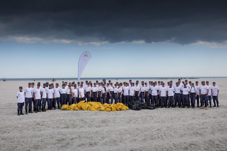 """Platforma """"Azi pentru Mâine"""" continuă inițiativele pentru un mediu curat: plaje ecologizate și activități educative pentru elevi, de Ziua Mediului și Ziua Apelor Române"""