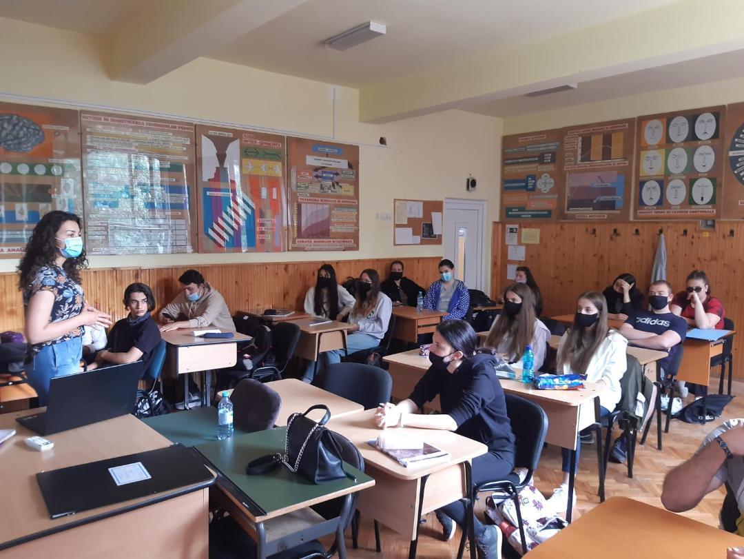 Oportunități de voluntariat prezentate elevilor