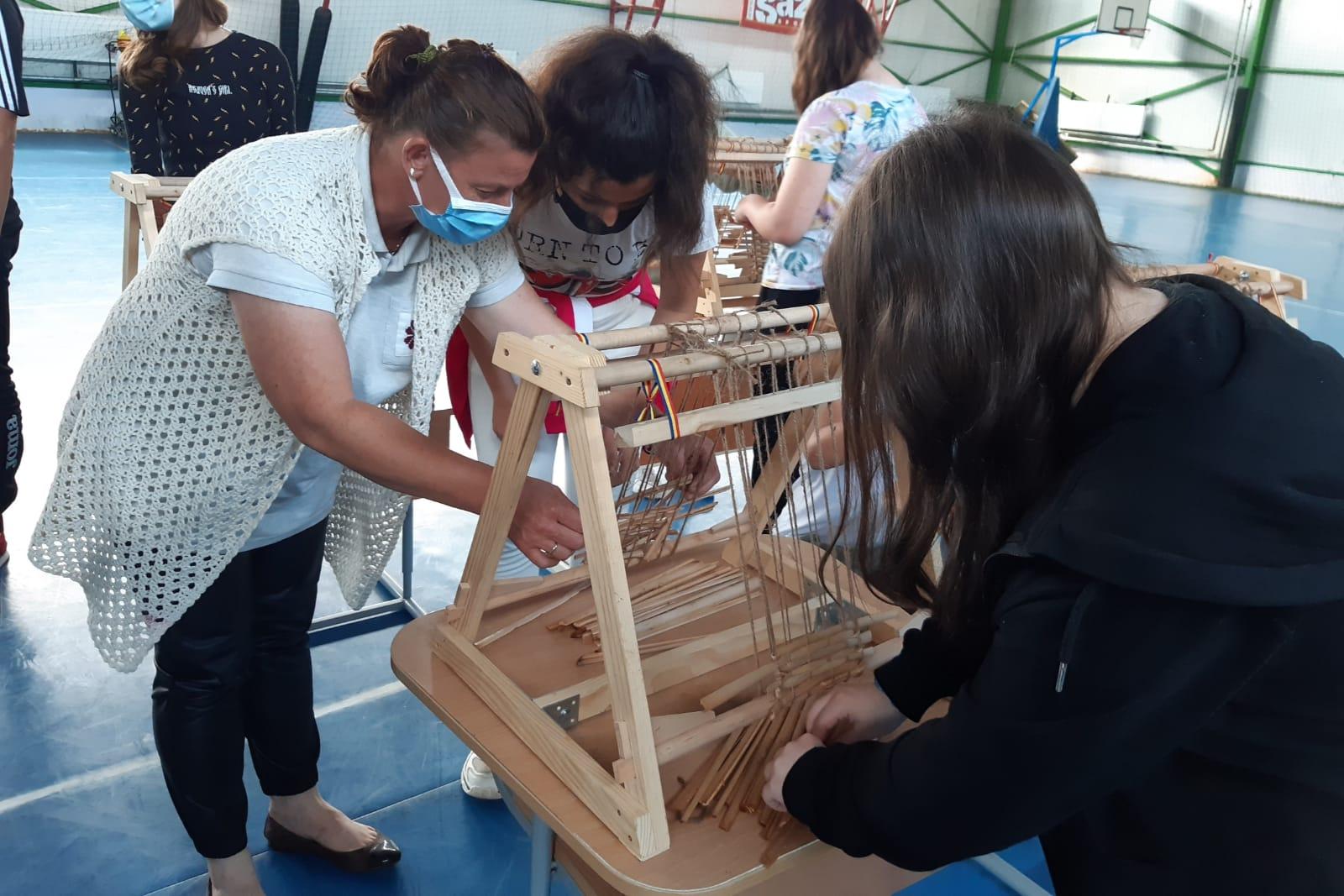 Educație creativă prin meșteșuguri în Poeni