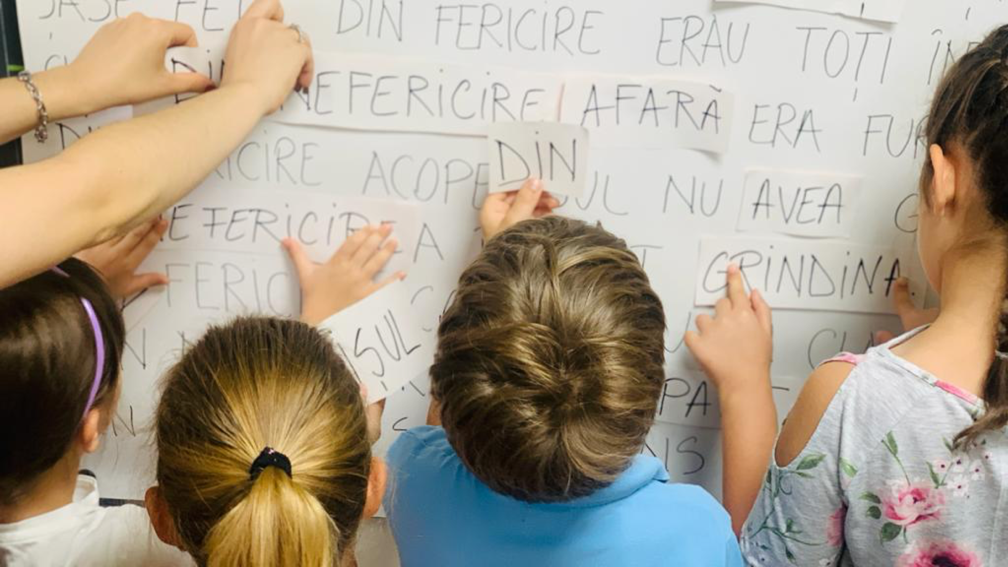 Prin proiectul Școli cu scLipici, Fundația Noi Orizonturi face un pas important spre dezideratul ca TOȚI copiii să știe să citească și să scrie până la finalul clasei a IV-a