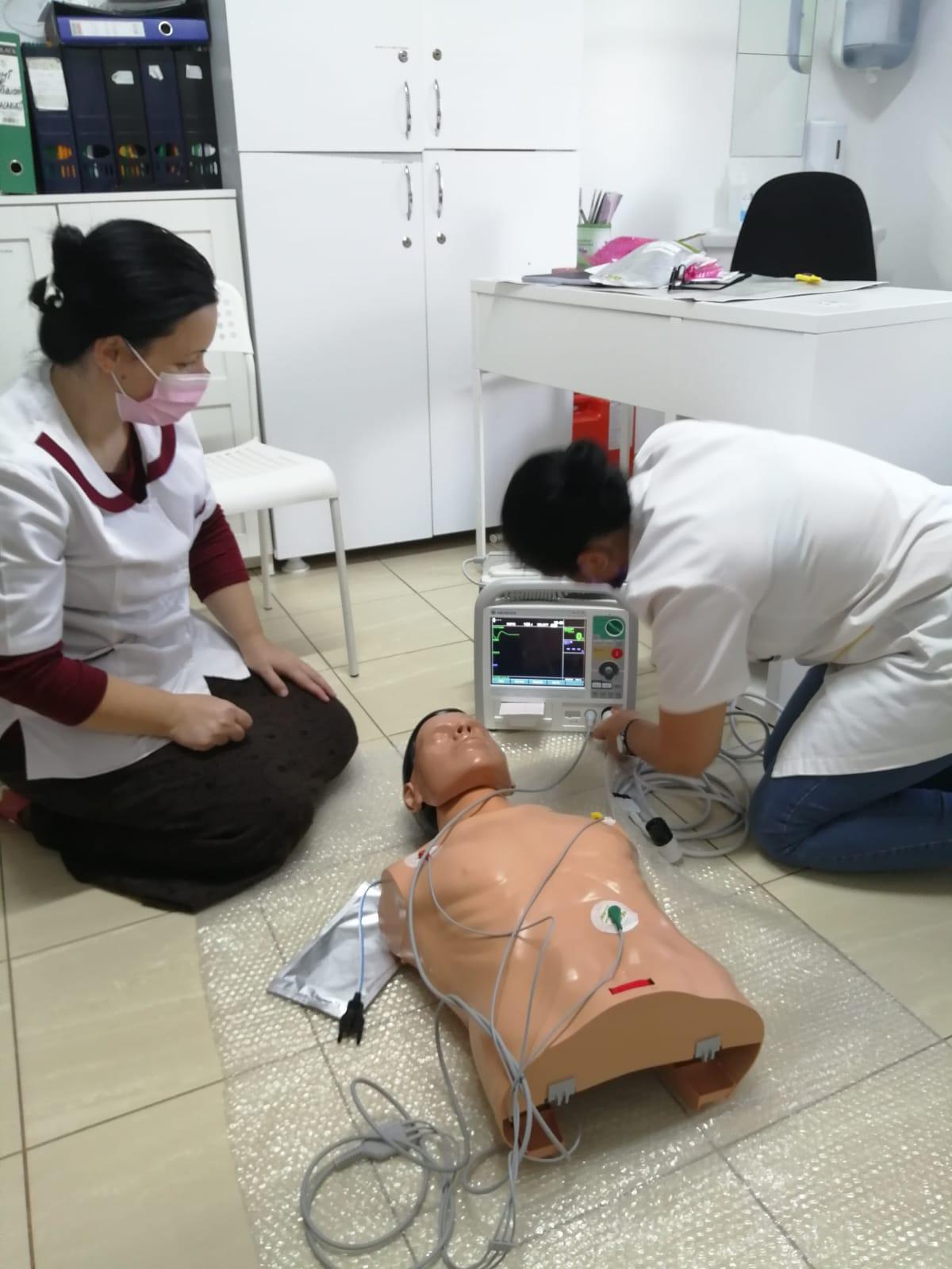 Energia pentru bine salvează inimi: Grupul CEZ dotează Centrul Medical STAL Cogealac cu un defibrilator performant