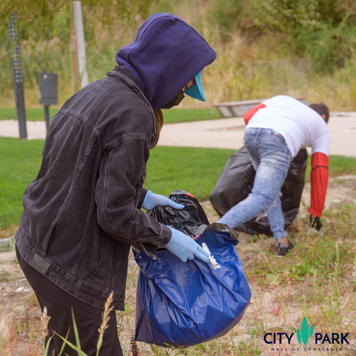 Sute de voluntari au colectat 3 tone de deșeuri de pe plajele din Constanța, în cadrul acțiunii de ecologizare #Mulțumesc! Plaja Ta